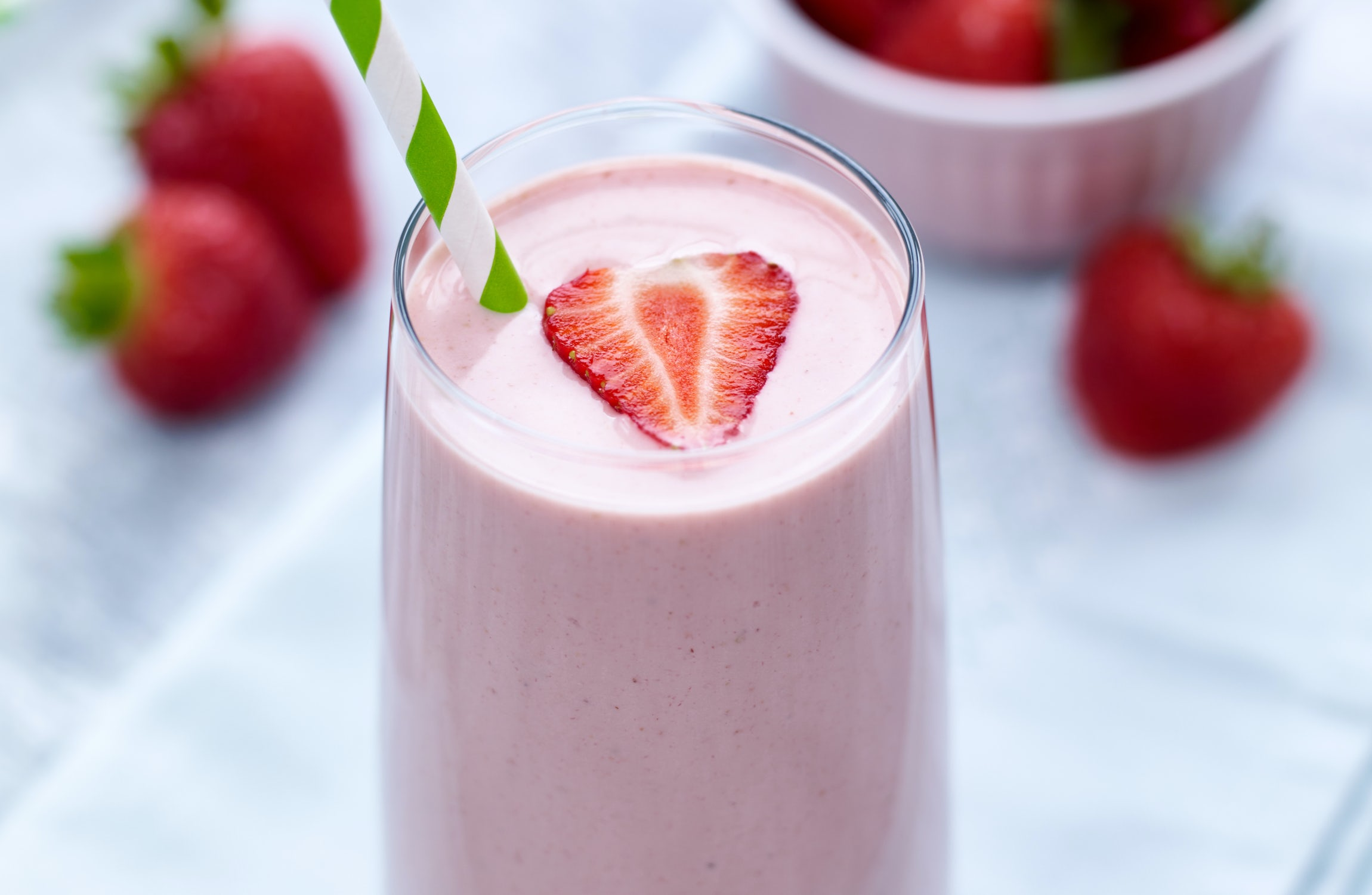 BerryWorld | Strawberry, Banana, Cashew Butter & Yogurt Smoothie…