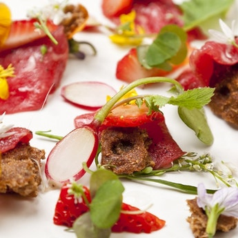 Carpaccio of Beef with pickled Strawberries, Wild Spicy Leaves & Crispbread