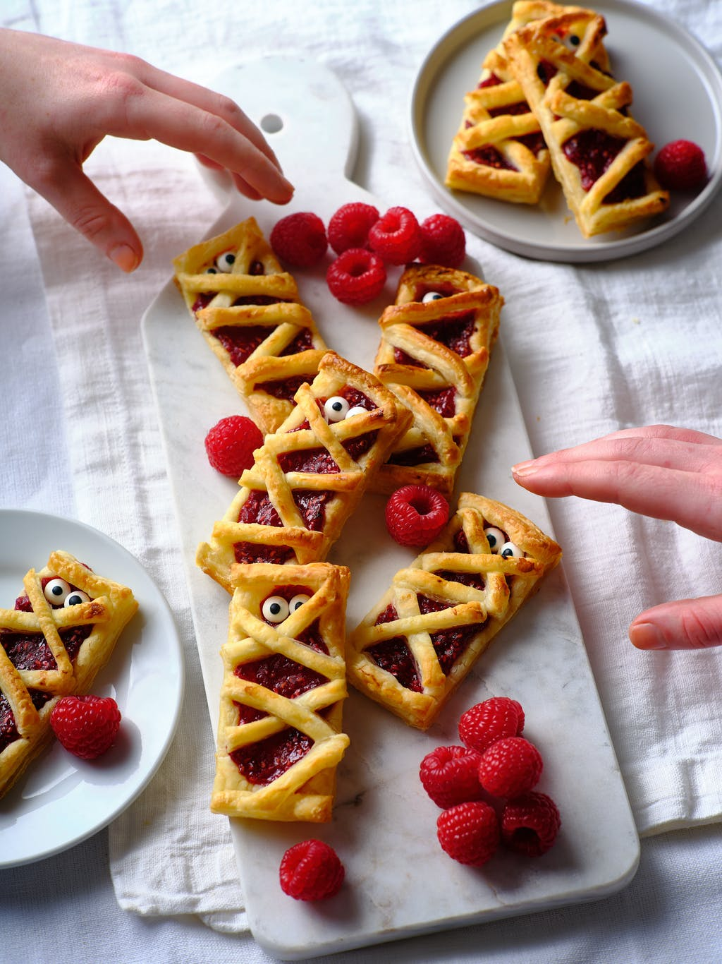 Raspberry mummy bakes hands 1