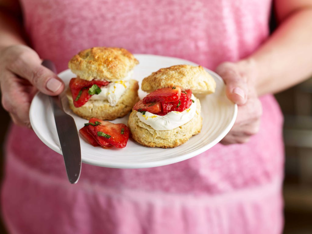 Strawberry Pimms scones interaction 2 WEB